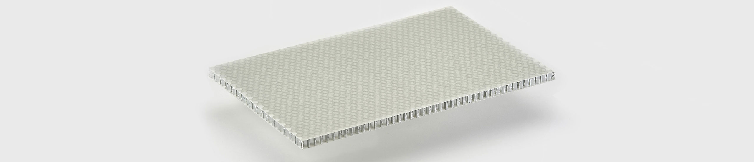 ALUSTEP ® 300 LIGHT is a lightweight composite panel with an aluminium honeycomb core faced with fiber glass impregnated with epoxy resin.