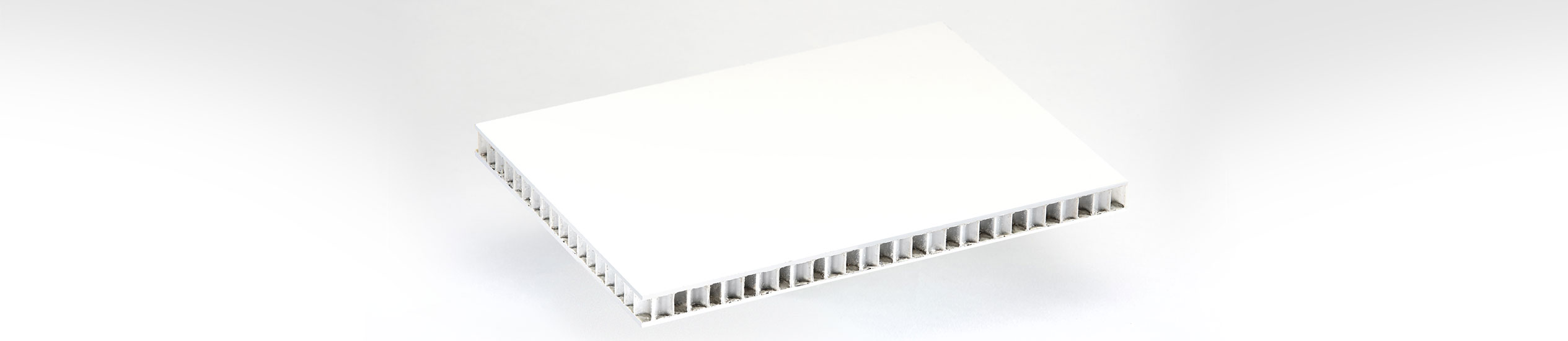 COMPOCEL® VP is a sandwich panel with a face in polyester GRP with white gelcoat and a core in polypropylene honeycomb.